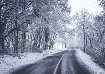 Cestou zpět domů. Sněžit nepřestává.